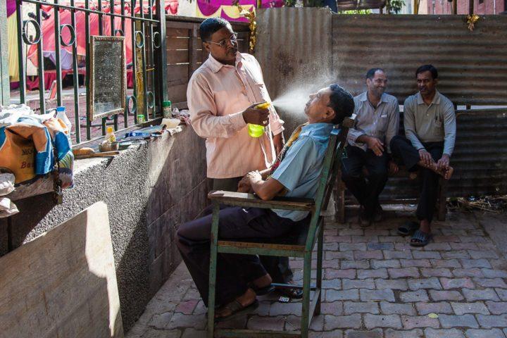 INDIA: New Dehli, Il Barbiere